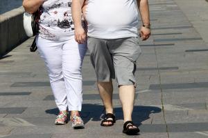 Ao contrário do que muita gente pensa, pessoas acima do peso não são preguiçosas ou desleixadas. Tenha em mente que obesidade é uma doença e, como qualquer outra, precisa ser tratada