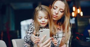 Não podemos evitar que as crianças e adolescentes tenham acesso aos meios digitais porque essa é uma das características dessa geração. Mas, para tudo é preciso equilíbrio