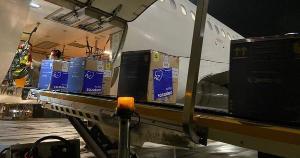 Remessa chegou na noite desta quarta-feira (1) no Aeroporto de Vitória; mais 29.500 doses da vacina da AstraZeneca chegarão na tarde desta quinta (2)