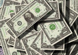 No encerramento, após subir 2,60% nos últimos dois dias, o dólar à vista terminou em leve alta de 0,09%, cotado em R$ 5,7671