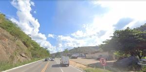 Segundo informações da Polícia Rodoviária Federal, o jovem completaria 21 anos na próxima quarta-feira (12). Ele pilotava uma moto e colidiu de frente com um automóvel