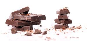 Dizer que o chocolate causa acne em todas as pessoas é mito. Ele é um fator desencadeante da acne em quem já tem predisposição