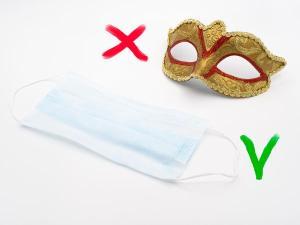 Na passarela da sensatez, as fantasias são substituídas pelas máscaras de proteção, os confetes e serpentinas trocados pelo álcool em gel e as aglomerações dão passagem ao distanciamento social