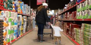 Grocers Wrest Control of Shelf Space From Struggling Food Giants