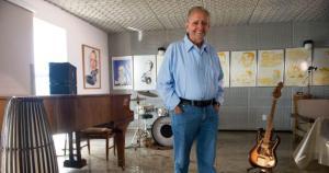 """Fundador da TV Gazeta, afiliada da Globo no Espírito Santo, não só compôs """"Devaneio"""" e outras canções, como virou um dos nomes por trás da evolução da bossa nova no Brasil e no mundo"""