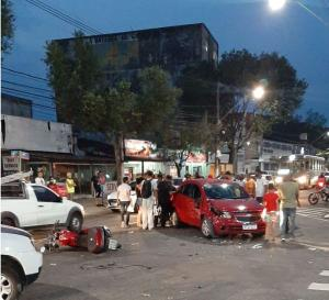 De acordo com a Guarda Municipal, a ocorrência foi registrada às 17h50, em frente a um supermercado da região. Não há informações sobre o que teria causado o acidente
