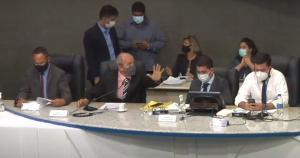 Por unanimidade, membros da Corregedoria aprovaram relatório que afirma que críticas de Gilvan da Federal feitas a roupa de vereadora foram 'opinião política'