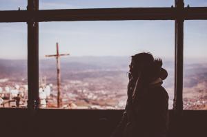 Psiquiatra e psicóloga falam das consequências do isolamento social e do que deve ser feito para evitar que o pânico se instale
