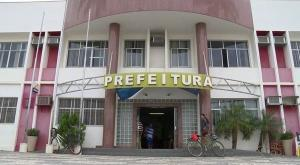 A primeira-dama de Jaguaré é a secretária de Assistência Social do município e o sogro do prefeito de Pancas ocupa a cadeira de secretário de Obras da cidade