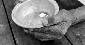 Com 19 milhões de brasileiros passando por insegurança alimentar grave, benefício reduzido não vai mudar esse cenário, mas pode evitar tragédias maiores