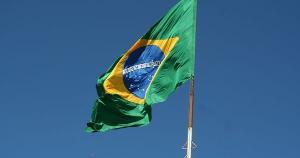 Com a persistente crise econômica que fincou raízes nos últimos anos, somada à crise social e até mesmo a violência urbana em alguns centros urbanos, a fuga de brasileiros para o exterior vem crescendo ano a ano