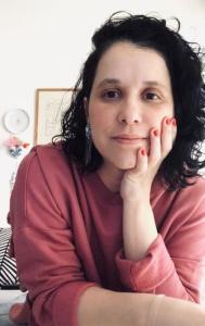 Carol Cuquetto é o nome por trás da criação das ilustrações e do manual de identidade visual do projeto, e guiou o desenvolvimento das peças de comunicação do projeto de A Gazeta