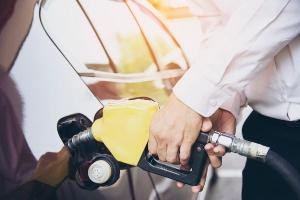 Do início do ano até o momento, a Petrobras anunciou quatro aumentos no preço da gasolina; investir em um veículo econômico nunca foi tão importante