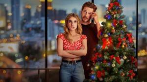 Comédia romântica estrelada por Emma Roberts e Luke Bracey na Netflix mistura fórmula dos anos 1990 e 2000 com uma pegada mais moderna