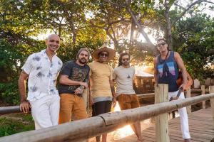 Músicos apresentam a música 'Caraíva Meu Amor', que já chega com videoclipe