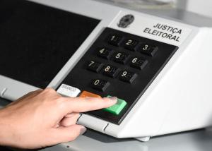 Comprovante em papel pode ser usado por grupos políticos ou candidatos como forma de cobrar do eleitor uma prestação de contas de seu voto