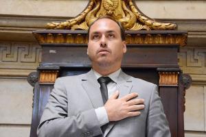Dados das pessoas ligadas a Queiroz que tiveram sigilo quebrado podem levar a suposto elo financeiro entre o gabinete de Carlos e o pivô do caso, Flávio