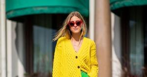Montar um look pautado na dupla verde e amarelo não só é possível, como bastante estiloso. Invista ainda em prints que mesclam as duas cores para fugir do óbvio