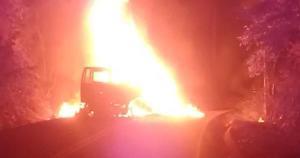 Corpo de Bombeiros foi acionado; acidente aconteceu em trecho da rodovia ES 080. Veja vídeo