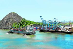 A história dos portos do Espírito Santo começou em 1534, com a chegada do donatário Vasco Fernandes Coutinho. Hoje, é pelas águas da costa capixaba que passa o maior volume de produtos siderúrgicos, de minério de ferro e de celulose exportados pelo Brasil