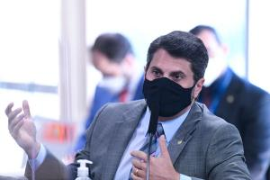 Senador do ES diz que defesa de tratamento precoce contra a Covid, feita em reunião divulgada pelo Intercept, foi em um outro contexto, quando vacinas não tinham sido desenvolvidas