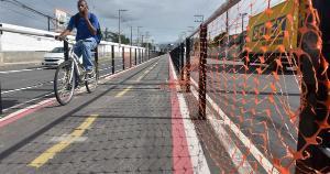 Com ciclovias ou não, a velocidade em nossas vias não deveria passar de 30km/h. Mas para isso é preciso coragem do gestor e enfrentamento técnico, por meio da instalação de controle de velocidade e fiscalização