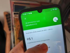 Sistema, que permite transferir dinheiro a qualquer hora, sem custo, e receber em poucos segundos, também possibilita enviar uma mensagem ao destinatário. Espaço tem sido usado para envio de cantadas