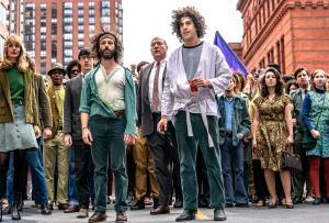 Entre os favoritos da cerimônia estão 'Os Sete de Chicago', da Netflix, Chadwick Boseman, Glenn Close e as séries 'The Crown', 'Schitt's Creek' e 'O Gambito da Rainha'