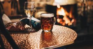 Com a ajuda dos nossos parceiros, selecionamos vinhos, cervejas e receitas de drinks para você curtir a estação mais gostosa do ano!