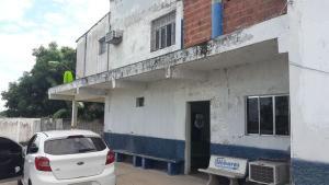 O jovem de 24 anos morreu no local, já o adolescente, de 16 anos, faleceu a caminho do Hospital Geral de Linhares. Os corpos foram encaminhados ao Serviço Médico Legal de Linhares