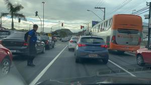 O acidente aconteceu às 7h03 desta sexta-feira (14) no km 1, da BR 262, em Jardim América. Trânsito ficou lento no sentido Vitória