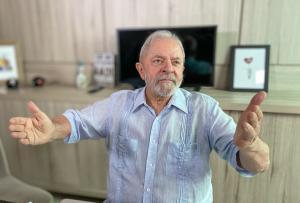 Entre as campanhas que são alvo de reclamação está a de João Coser, em Vitória, que não tem dado destaque à cor vermelha do PT nem usado a imagem do ex-presidente