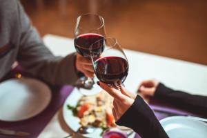 'O sexo virtual está apimentando algumas relações e muitos casais estão felizes com o tempo para os dois, para a família'