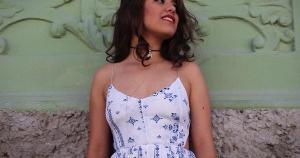Disco de estreia da paulista mostra que ela está pronta para ser uma cantora que florescerá em meio à música brasileira