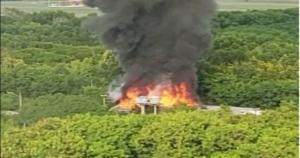 Corpo de Bombeiros foi acionado para controlar o fogo, mas ainda não há informações sobre o que provocou as chamas; não há feridos