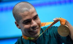 Na Rio 2016 o atleta se tornou o maior nadador paralímpico do mundo ao conquistar quatro ouros, três pratas e dois bronzes, totalizando 24 medalhas ao longo da carreira.