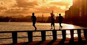 Imagens do incrível pôr-do-sol foram registradas no final da tarde desta quarta-feira (3), na Avenida Beira-Mar, próximo ao Centro de Vitória