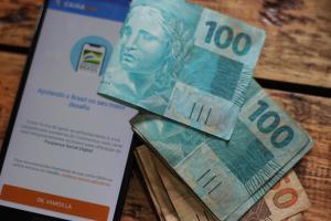 Parcelas serão depositadas nas mesmas contas digitais utilizadas para recebimento do benefício no ano passado; dinheiro pode ser movimentado pelo aplicativo Caixa Tem