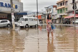 Municípios registraram índices pluviométricos alarmantes e alerta de chuva segue em várias cidades do Estado