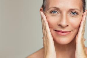 No organismo, existem mais de 28 tipos de colágeno e na pele, se destacam os tipos I e III que são responsáveis pela elasticidade, firmeza, sustentação e parte da hidratação cutânea