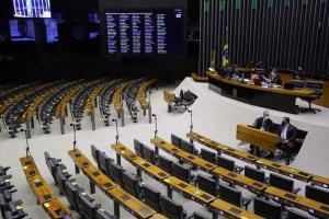 Senado derrubou veto de Jair Bolsonaro, que suspende aumento para todas categorias do serviço público até dezembro de 2021. Se a Câmara adotar a mesma medida, algumas categorias escapam do congelamento de salário