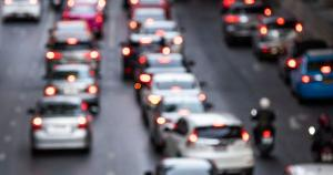 """Ainda que o termo """"carro popular"""" tenha sido criado na década de 90 com o objetivo de ampliar a parcela da população apta a adquirir um veículo 0 km, ter um carro novo no país nunca foi barato"""