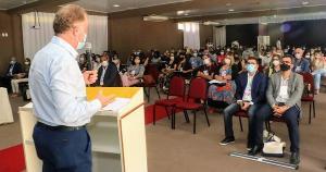 Seminários, que acontecem até quinta-feira (04), têm a expectativa de reunir representantes da saúde de todos os municípios capixabas