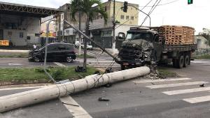 A batida aconteceu na manhã deste domingo (7). Segundo a Polícia Rodoviária Federal (PRF), o motorista foi conduzido para um hospital da cidade
