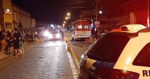 Uma ambulância que passava pelo local tentou socorrer o ciclista, mas Edson Pereira Gomes, de 36 anos, morreu no local