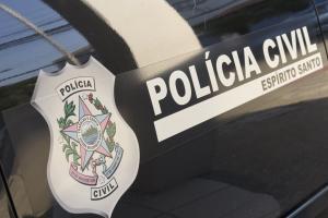 Segundo a Polícia Civil, os cinco presos fazem parte de uma organização responsável por vários crimes em Cariacica; armas e drogas foram apreendidas