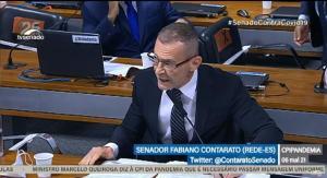 Senador questionou ministro da Saúde durante depoimento. Parlamentar foi advertido por estar sem máscara e colocou o equipamento em seguida