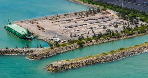 Navegação de cabotagem já é sinônimo de eficiência logística e de sustentabilidade no Espírito Santo, como o terminal de barcaças oceânicas da ArcelorMittal Tubarão exclusivo para esse tipo de movimentação