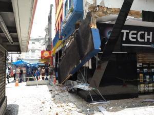 O ambulante Willian Barbosa de Oliveira, de 44 anos, trabalhou durante quatro meses debaixo da estrutura e só desocupou o espaço na quarta-feira (28), para a inauguração da loja
