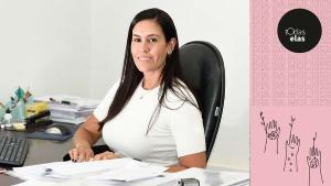 A mineira Raffaella Almeida Aguiar teve exemplos dentro de casa sobre como é a vida de um policial. Hoje, ela comanda a Delegacia de Homicídios e Proteção à Mulher (DHPM), sendo a primeira mulher a ocupar o cargo